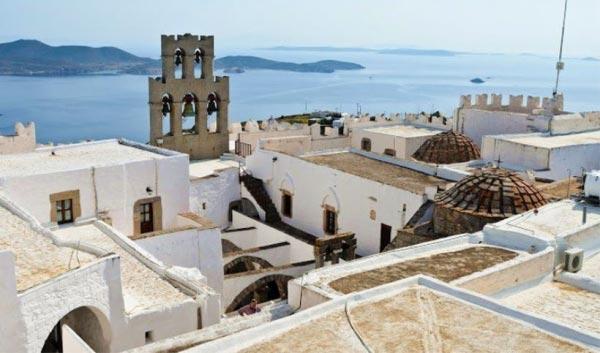 Patmos : le centre historique (Chorá) avec le monastère de Saint Jean « le théologien » et la grotte de l'Apocalypse - Michèle Caffin formation à Patmos